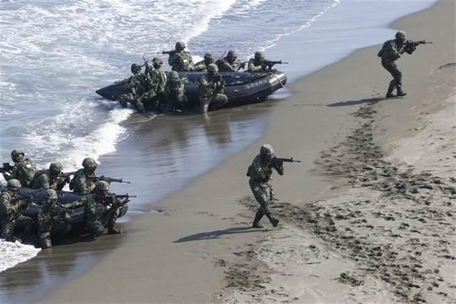 台军快艇翻覆,台中士救治76天后死亡
