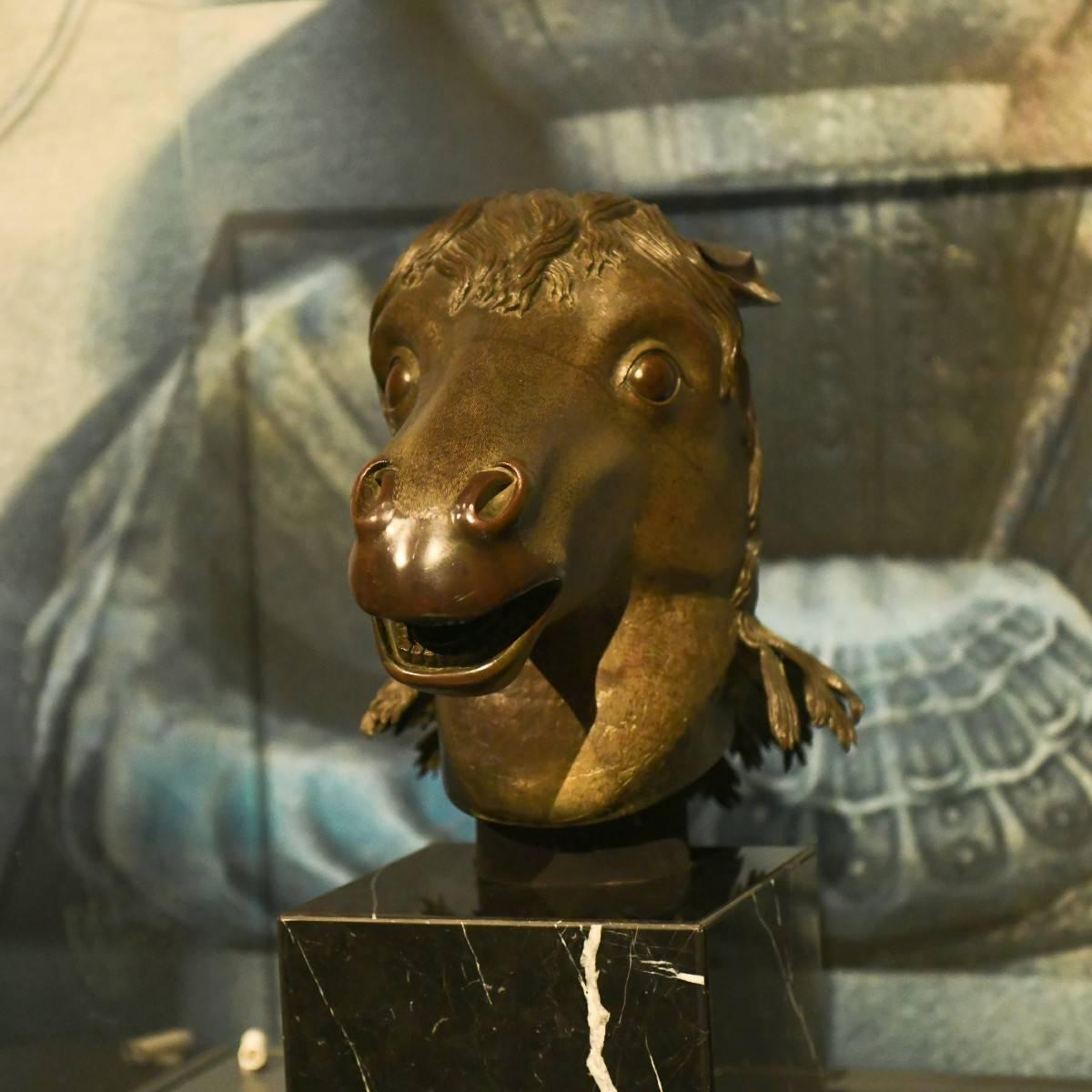 曾流失海外百余年的马首铜像,年内将回到圆明园 网络热搜 第1张