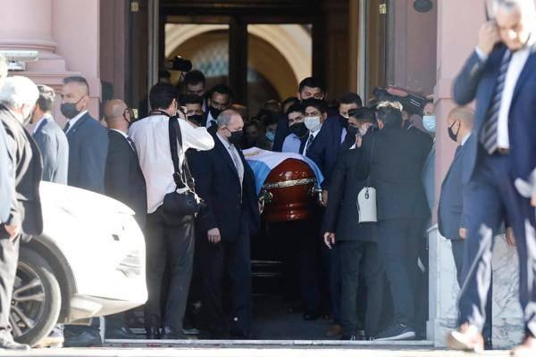 一代传奇球星马拉多纳正式下葬 阿根廷举国哀悼泪别偶像