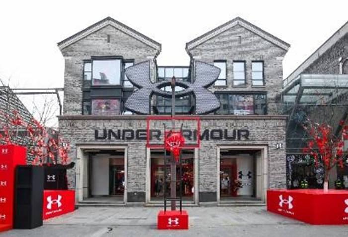 安德玛国内首家交互式体验旗舰店登陆杭州,集运动产品和数字化交互体验于一体