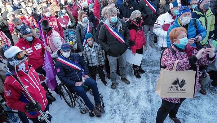奥地利爆发万人反封锁抗议,辉瑞疫苗可能对年长和绝症患者风险过大