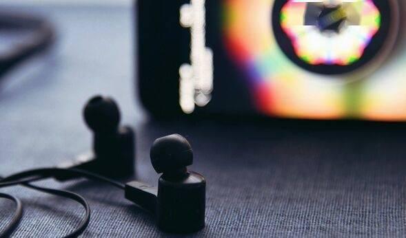 Facebook智能眼镜获得新专利 涉及音频系统用光学麦克风探测声波