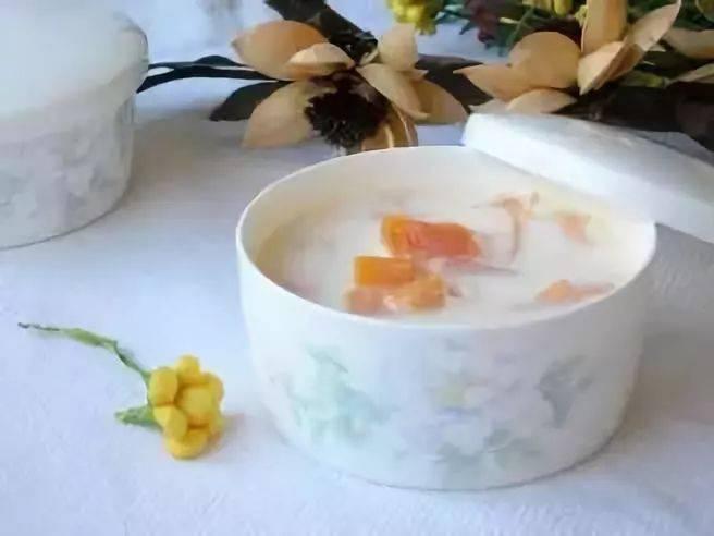 宝宝助消化辅食:木瓜牛奶炖鸡蛋