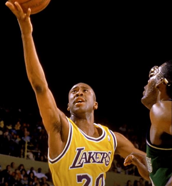 横跨整个篮球史  只要不到60位球员曾拿过100+