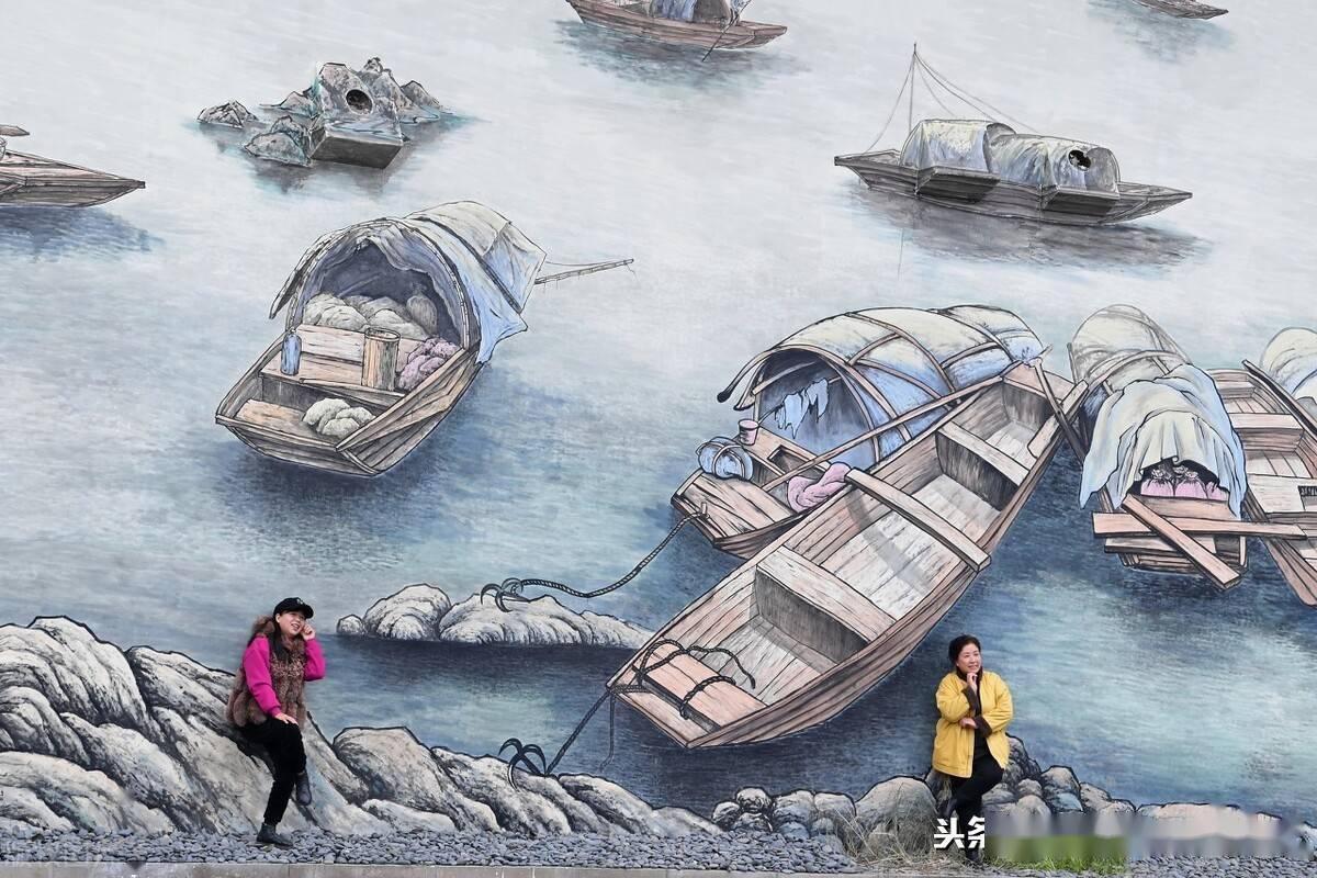 一个热门打卡地,重庆南滨路新添涂鸦墙