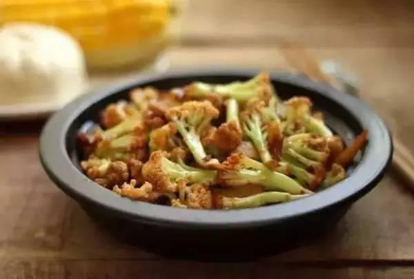 花菜很多人不爱吃,学会这种做法,天天吃也不会腻