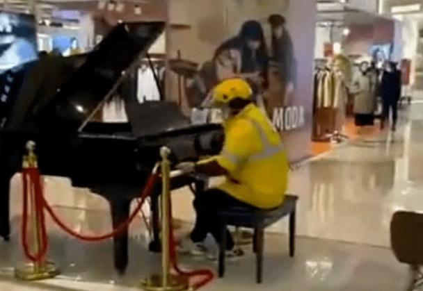 高德平台代理开户小时候学钢琴花了几十万,现在只能在年会被领导叫来表演节目...
