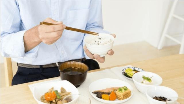 免疫力低下的中老年人,日常饮食如何安排,能提高机体抵抗力?