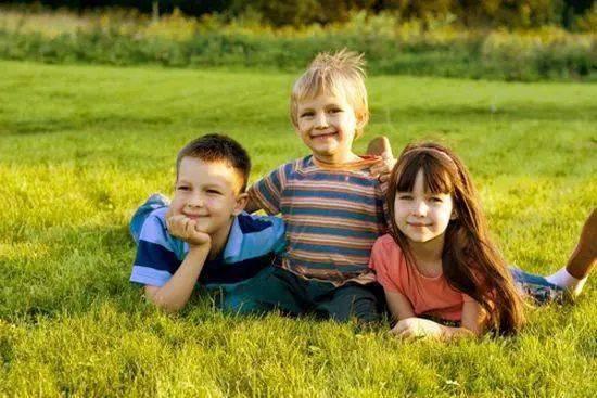 不要急于给孩子立规矩,尤其在他们小的时候。