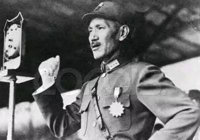 1934年,一场国民党的神助攻,帮助毛泽东获得领导地位