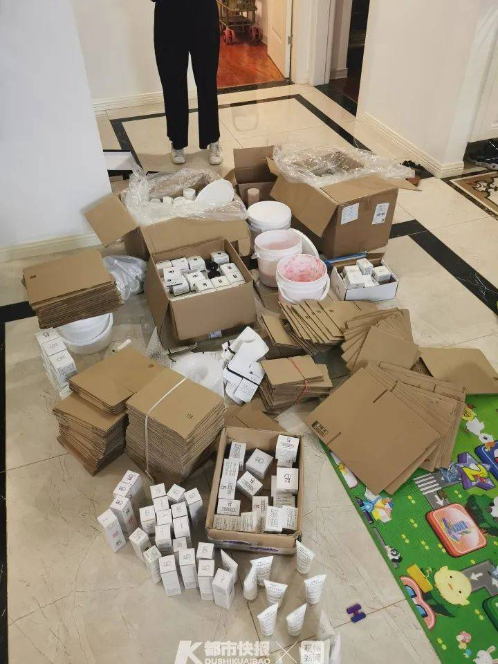 :警方捣毁制售伪劣网红美容霜团伙:在公厕灌装,汞超标七千倍