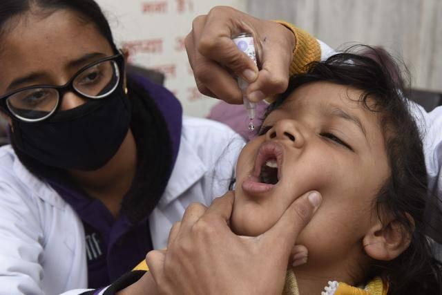 重大疏忽!印度至少12名儿童口服脊髓灰质炎疫苗时误食消毒液