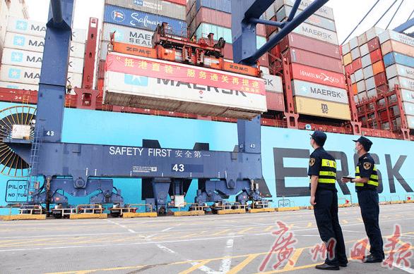 深圳外贸进出口总值达到3万亿元,连续28年位居全国第一。