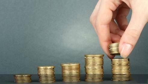 """节前,该行理财市场表现平平。""""特色产品""""难见,资金""""站岗""""问题要注意"""