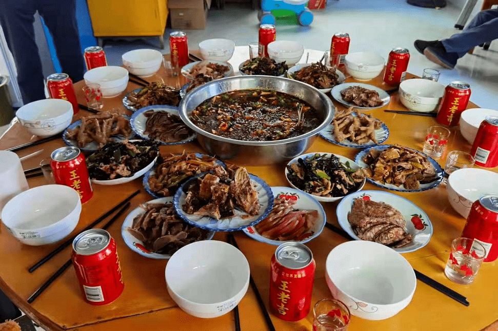 年夜饭,你的朋侪圈有几瓶茅台?