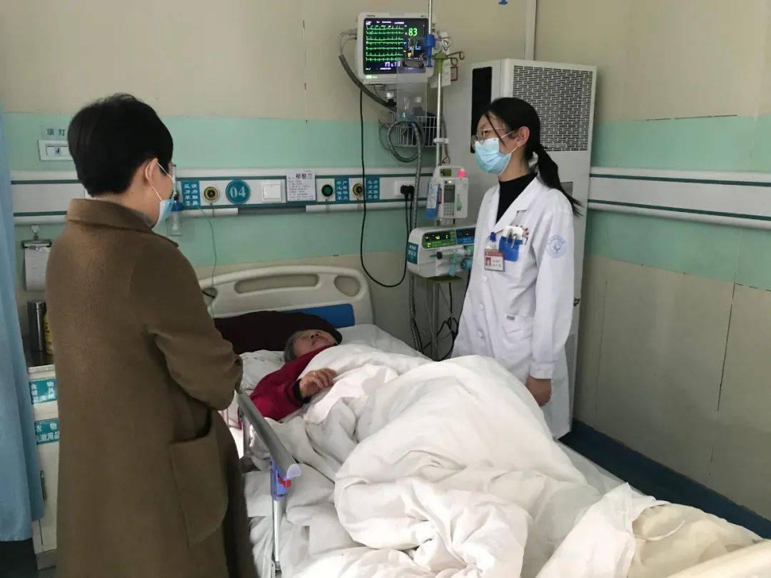 春节期间我值班| |医院领导新年第一天深入门诊,向坚守岗位的一线医护人员表示慰问