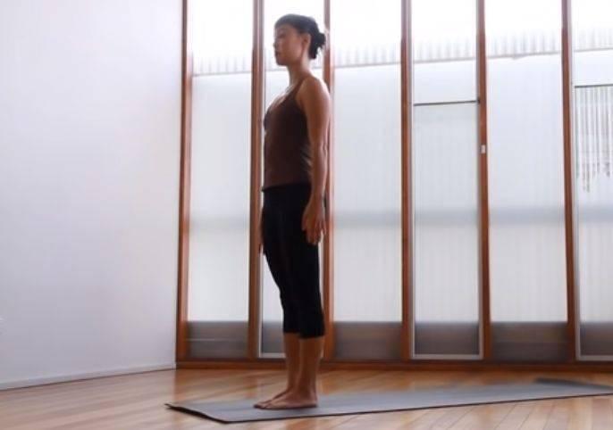 一套全身拉筋的流瑜伽序列,超适合在家晨练&热身_双手