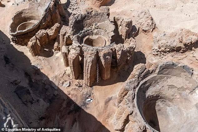 """古埃及城市阿拜多斯惊现5000年前""""最古老的高产啤酒厂"""""""