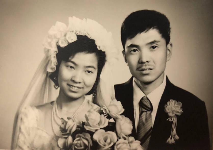 """家庭相册⑪ 父母爱情:从一副蛤蟆镜开启的""""远程相亲""""故事"""