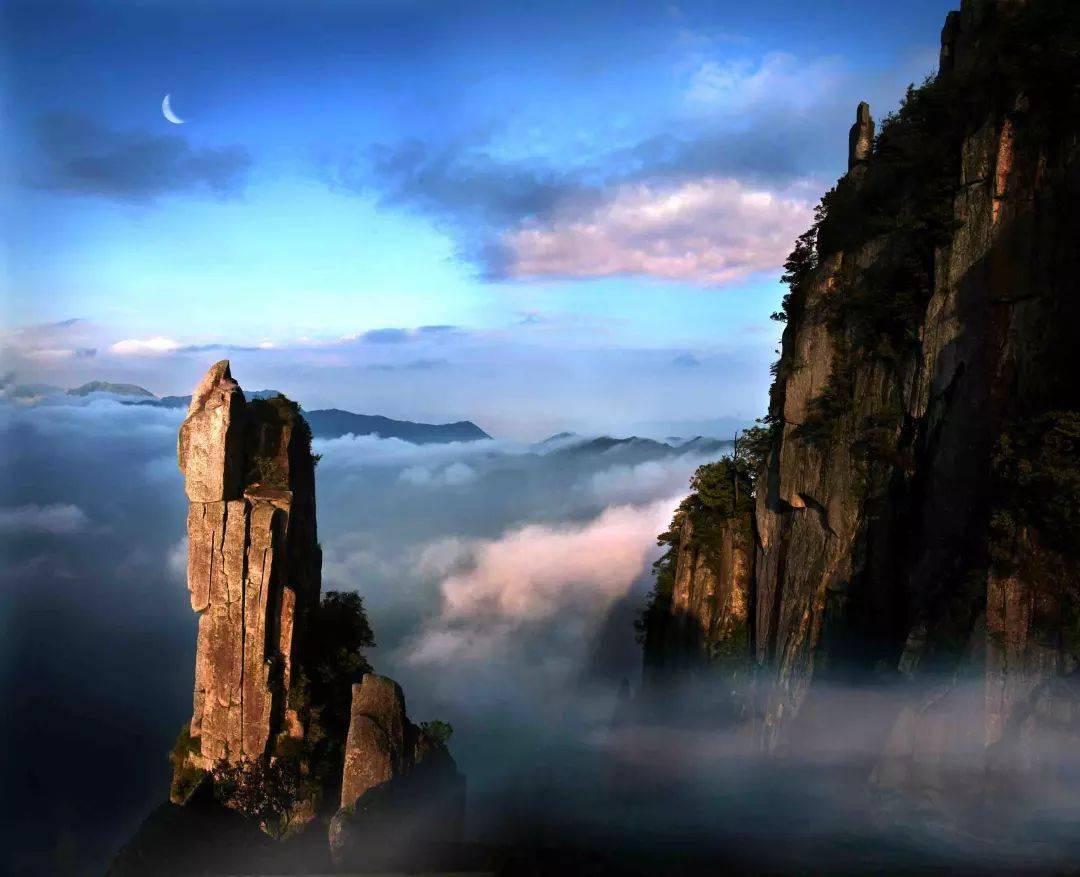 梦见一汪清泉从山上流下来? 梦见从山上流水下来