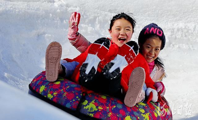 国家体育总局:其乐融融闹冰雪——大众冰雪运动在春节期间火热开展