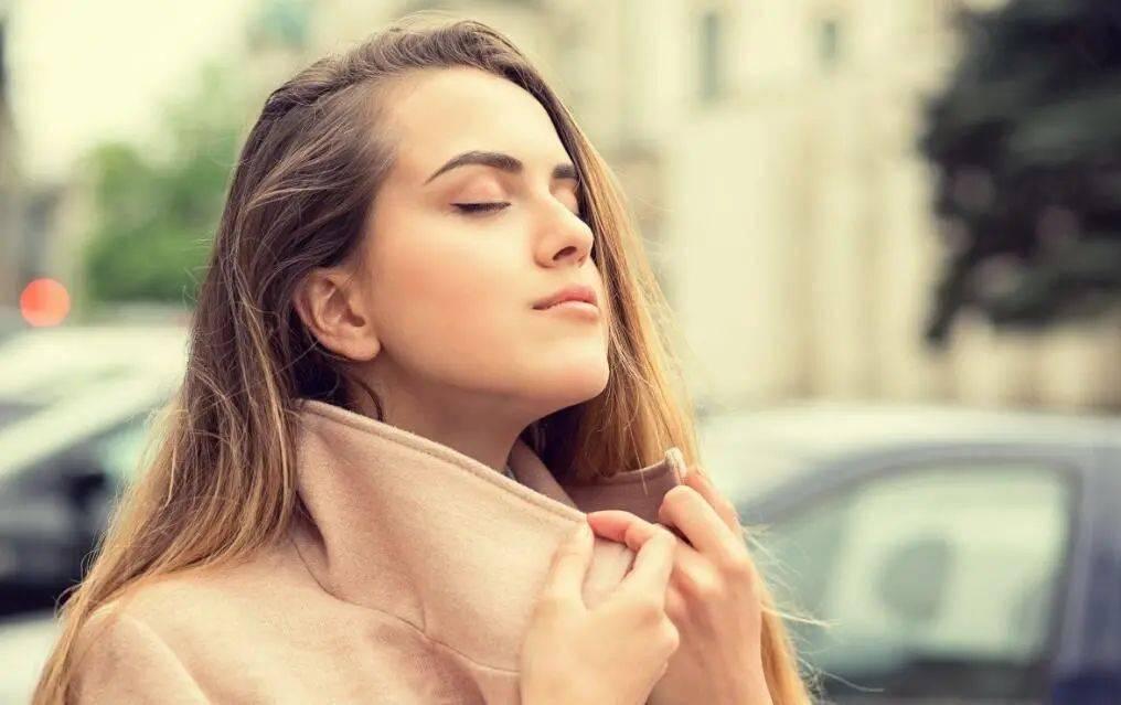 发现鼻毛有些变白,是怎么回事?一般来说是这4种原因…  第3张