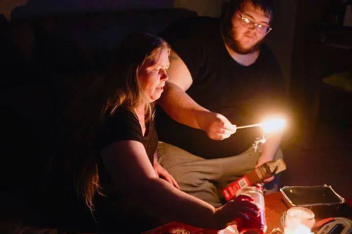 美国得州居民断电中忍受严寒  断电原因竟然是……