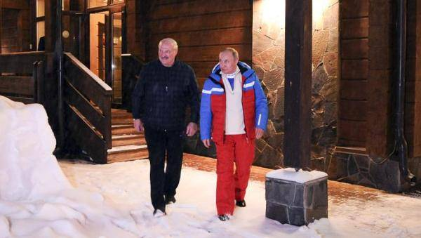 白俄总统送了普京一篮子食物
