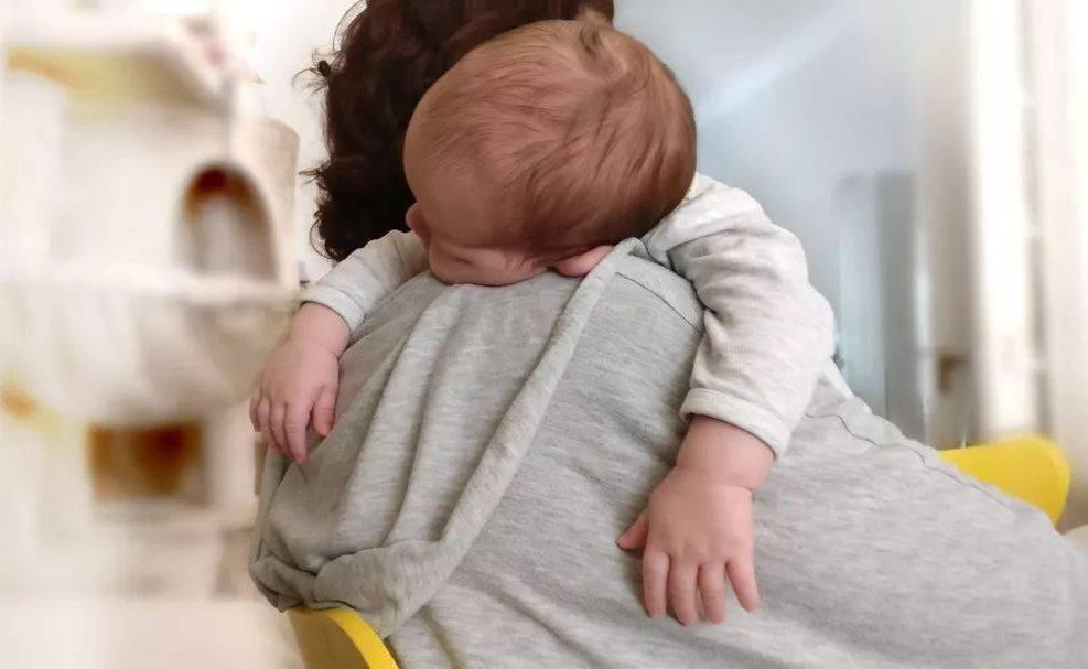 哄睡和娃自己睡有何不同?智商、性格均有落差,这个月龄是分水岭