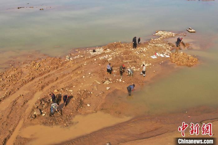 河南洛阳汉代墓葬群出土陶仕女俑等200余件文物