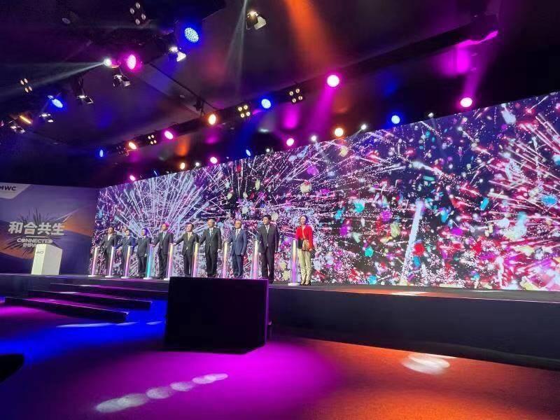 "2021 MWC上海首日看点:华为首个智慧屋亮相,中兴展示屏下黑科技,杨元庆称5G商用迎来""最好的时代""……"
