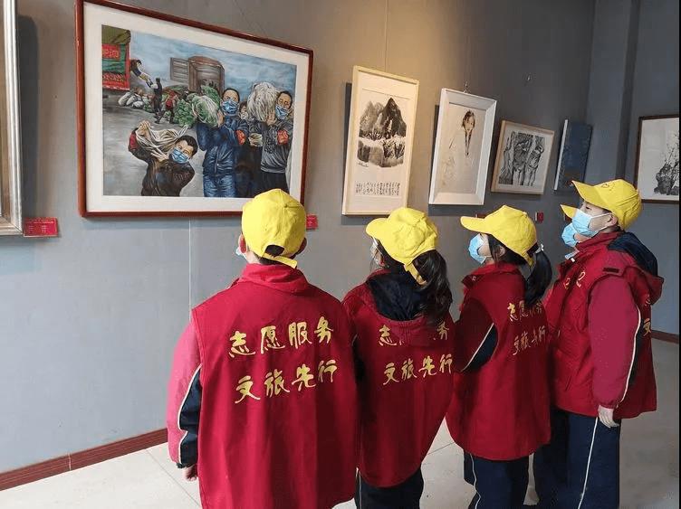 安徽马鞍山:小学生文化馆里体验乐趣多
