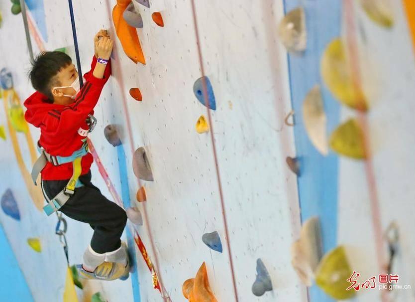 Children enjoy rock climbing in N China's Hebei Province