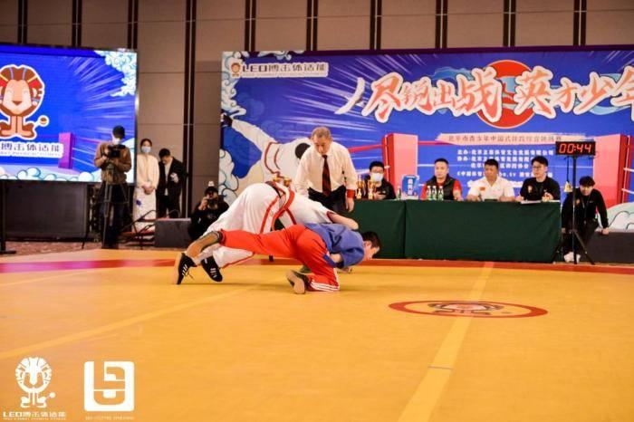 """京城""""小跤王""""角逐中式摔跤挑战赛 传承传统文化"""