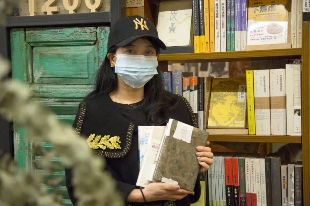 女儿说,她以后也想开一家这样的书店|人在书店×2348