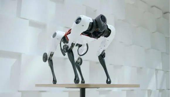 外形酷似spot机器狗,腾讯首发的全自研四足机器人有哪些看点?