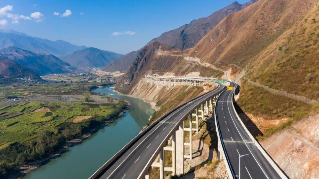 保泸高速公路建成通车,傈僳族儿女有了诗和远方