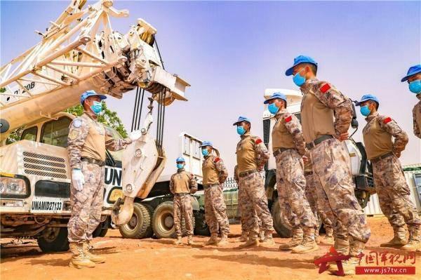 中国第16批赴苏丹维和工兵分队展开武器装备专项整治