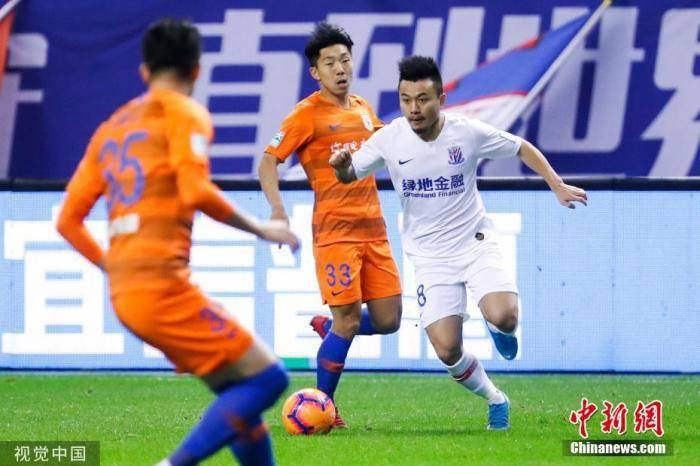 曹赟定已到中国男足集训队新生报道于大宝希望足球迷当场看比赛