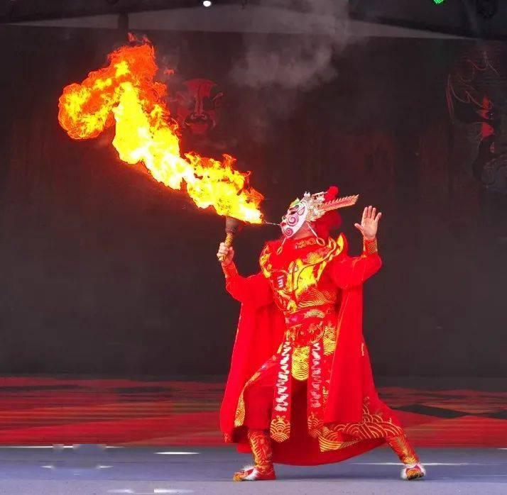 非遗民俗、川剧绝活 、茶艺茶技 、烟花秀……名山这场艺术节亮点多多