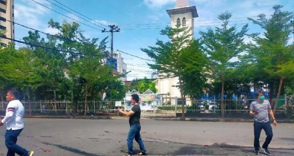 印尼望加锡市一教堂遭自杀式炸弹袭击 1名袭击者死亡另有9人受伤