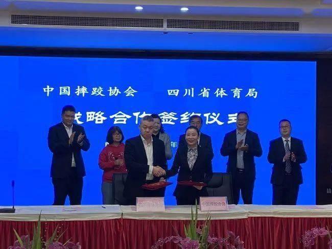 中国摔跤协会牵手四川省体育局 将在训练竞赛培训等多方面深入合作