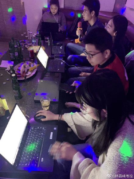 长城爬到一半被迫加班 网友纷纷晒图:太有共鸣了的照片 - 6