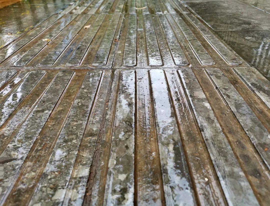 """【主播说天气】淅҈ 沥҈ 沥҈ 哗҈ 啦҈ 啦҈ ,雨水天气持续""""营业""""中~"""