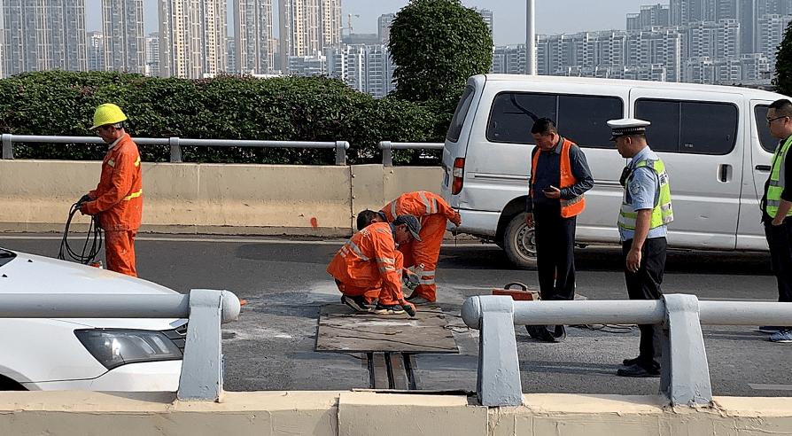 南宁葫芦鼎大桥桥面伸缩缝发生断裂,已临时修复,专家:桥面结构安全,无需担心