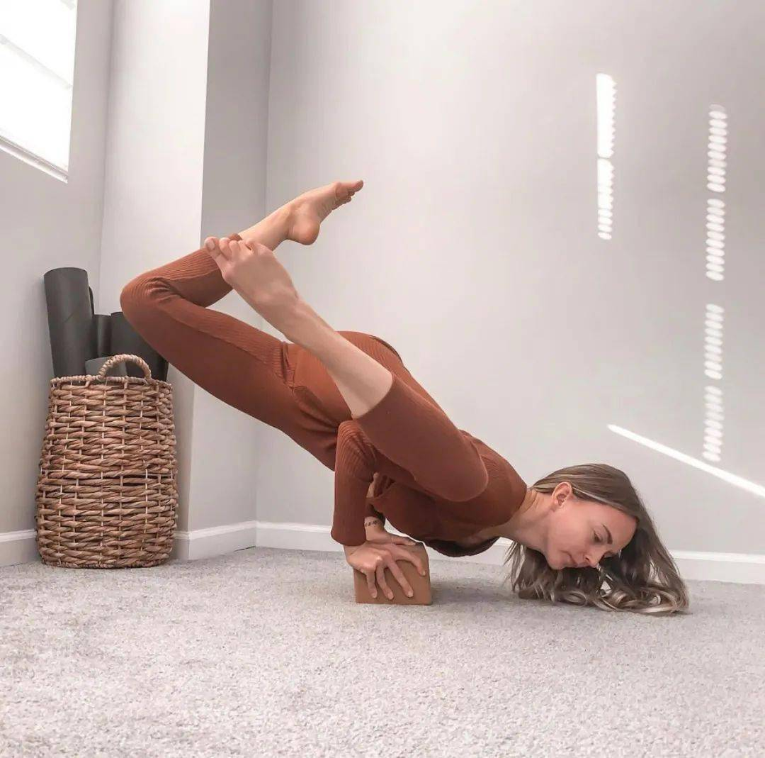 核心无力?从这8个动态瑜伽支撑体式开始,超级有效!_动作