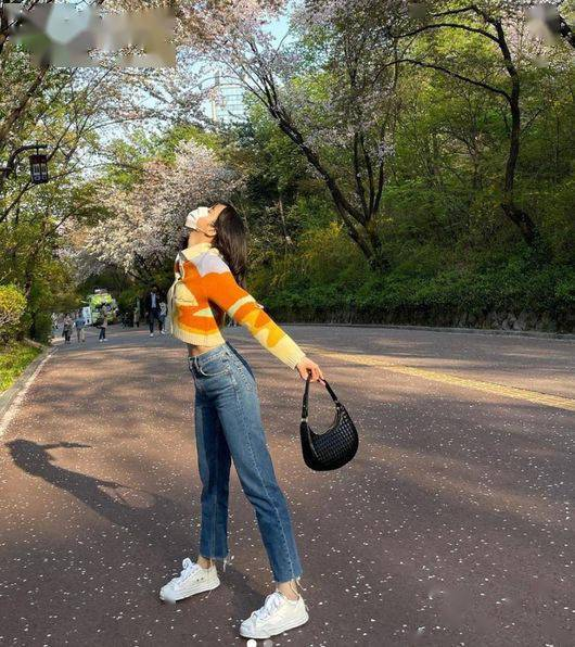 BLACKPINK LISA,人间樱花...完美感受樱花的香气