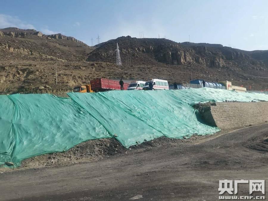 新疆丰源煤矿事故救援紧张推进 12人明确位置有生存可能