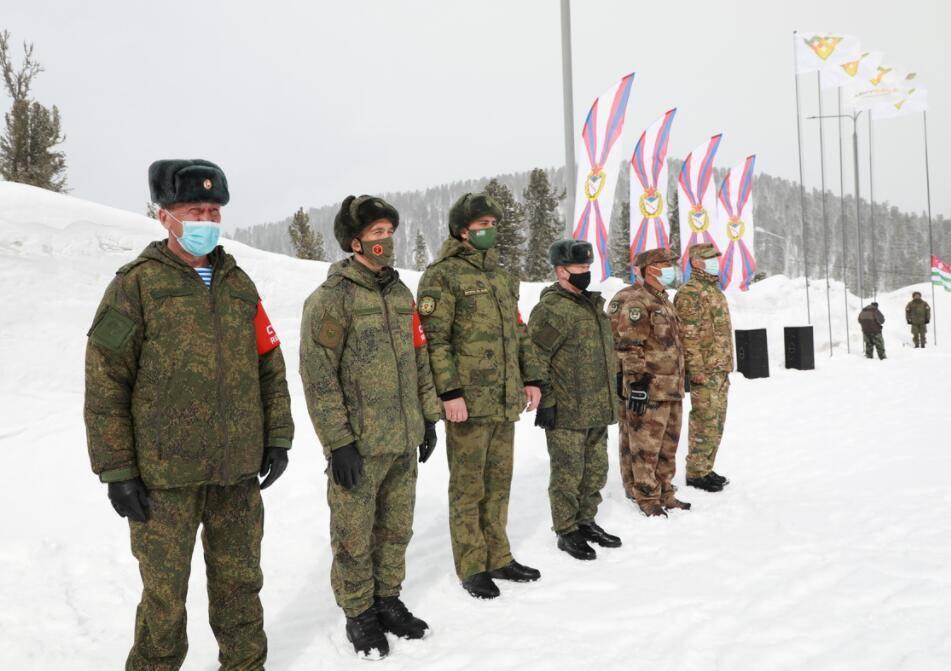 """俄罗斯""""萨彦岭行军""""比赛开幕,解放军参加"""