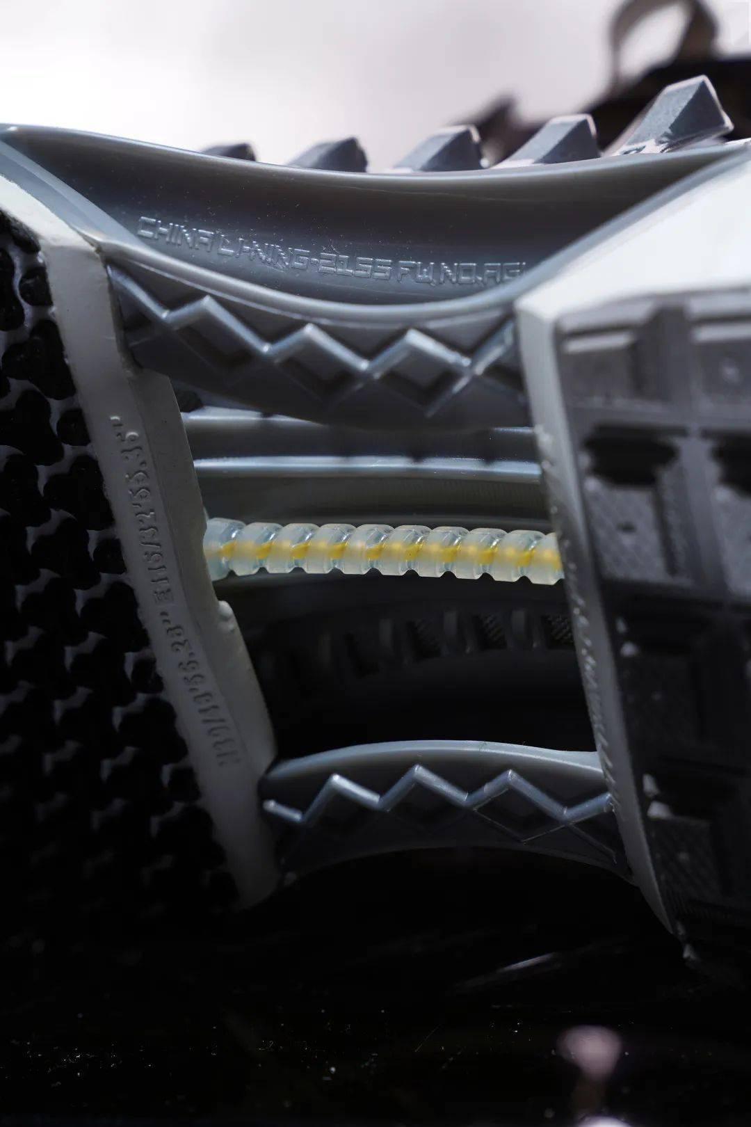 脚蹬这双「机械铠甲」,走到哪里都会是「如履平川」